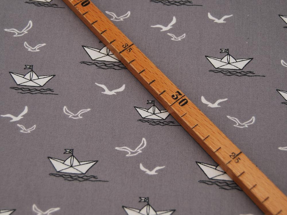 Baumwolle Papierboot und Möwe auf Grau
