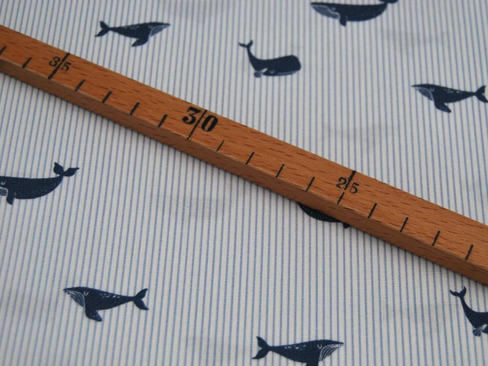Baumwolle Whales Wale auf Blau-Weiß gestreift