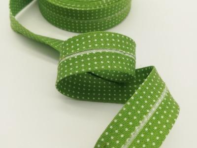 Schrägband in Grün mit weißen Minipunkten