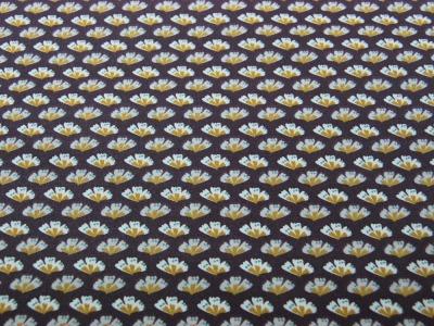 Beschichtete Baumwolle Blüten auf Aubergine x75