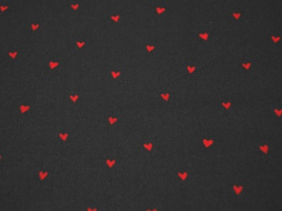 Beschichtete Baumwolle Herzen Rot auf Schwarz