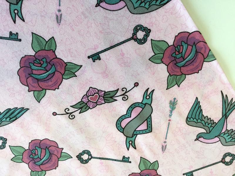 0,5m Jersey Tattoo Schwalbe Herz rosa weiß