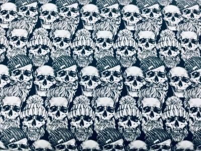 05m BW Totenköpfe mit Mütze weiß