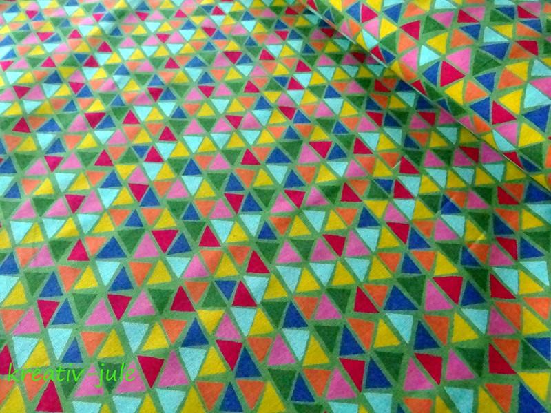 Baumwolle Jette bunte Dreiecke auf grün - 1