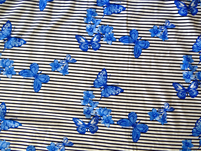 Streifenjersey blau weiß Schmetterling Blume