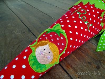 Schultuete Erdbeere Zuckertuete gruen rot weiss