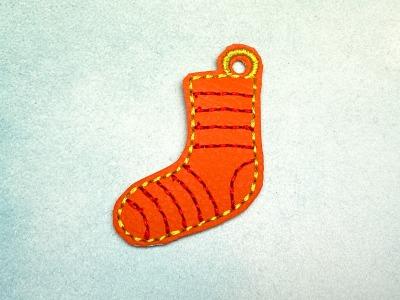 Schlüsselanhänger orange Socke mit roten Ringelstreifen