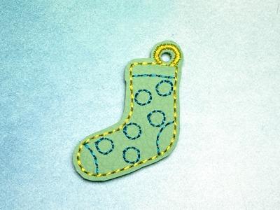 Schlüsselanhänger mintfarbene Socke mit dunkelblauen Punkten