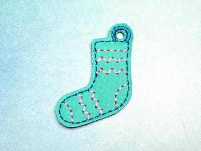 Schlüsselanhänger türkise Socke mit rosa Zick-Zack