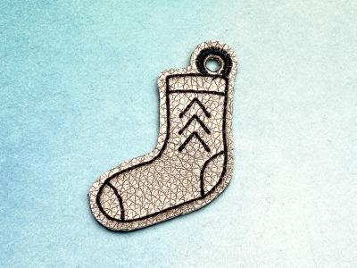 Schlüsselanhänger bronzefarbene Socke mit schwarzem Stick