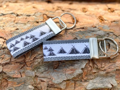 Pfadfinder Schlüsselanhänger kurz in grau Webband
