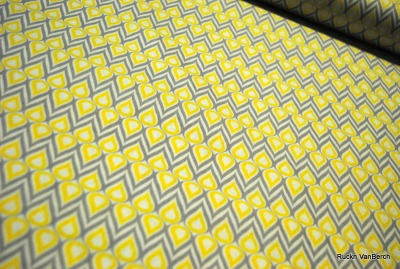 5747 Baumwolle Stoff Gray Matters more, white mosaic