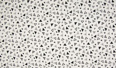 6954 Jersey Stretch Dreiecke weißgrundig