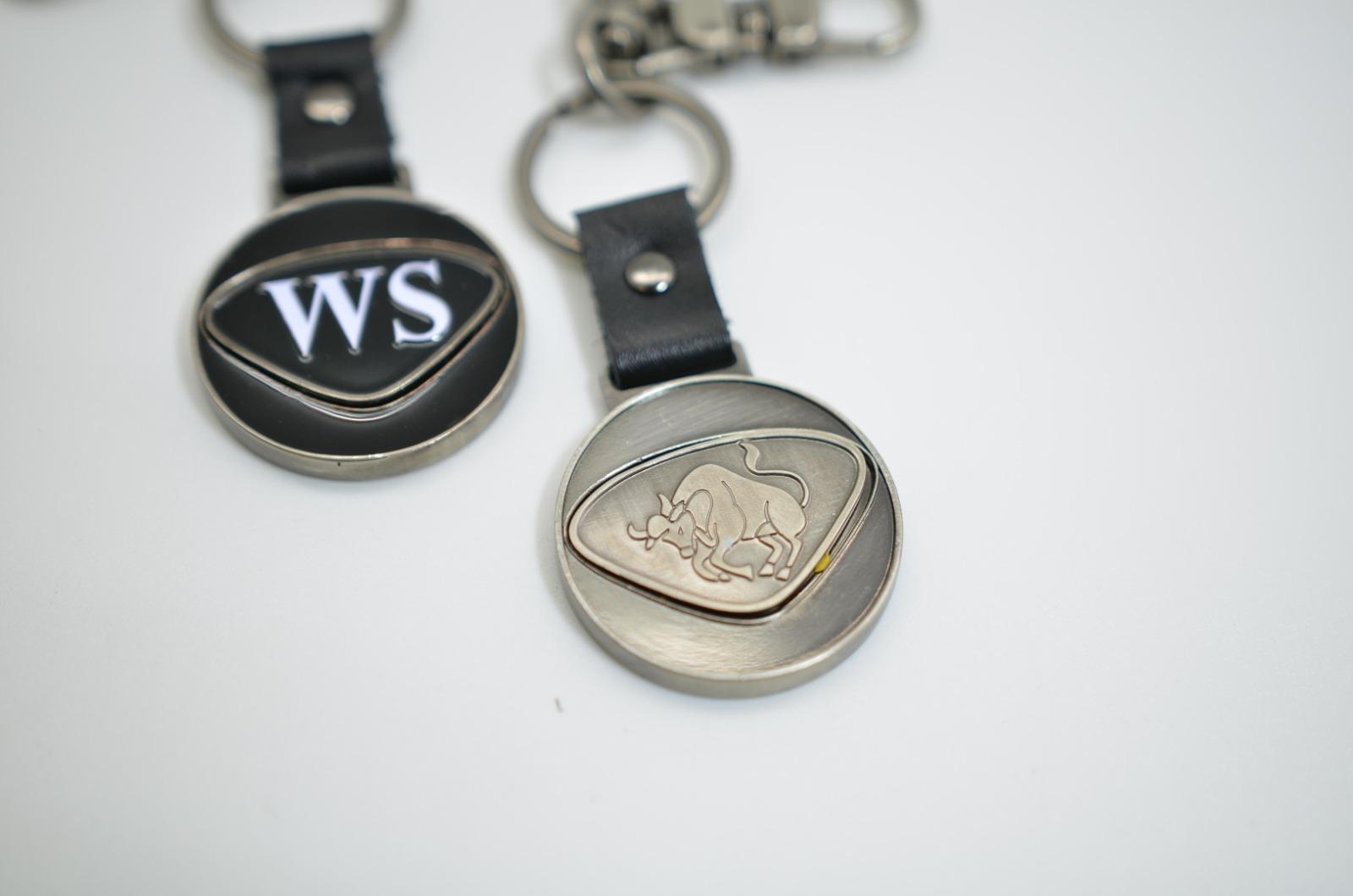 Personalisierbarer Schlüsselanhänger Stier Initialien AA bis ZZ
