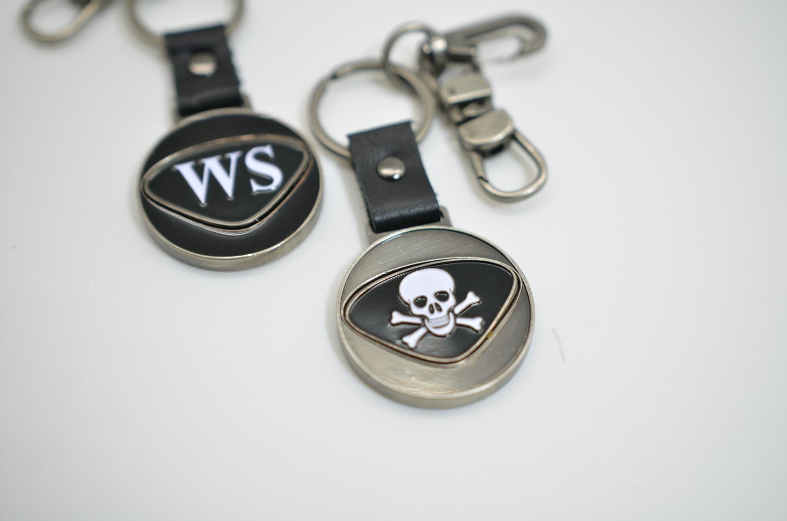 Personalisierbarer Schlüsselanhänger Totenkopf Initialien AA bis