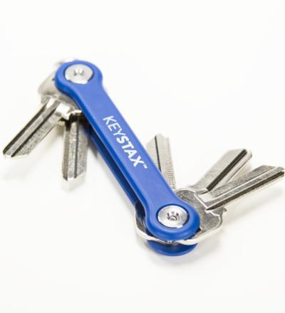 KeyStax von KeySmart - Der KeyStax kommt in drei Farben Blau Rot oder Schwarz und hat wie beim KeySmart 2.1 die etwas längeren Schrauben für mehr Schlüssel.