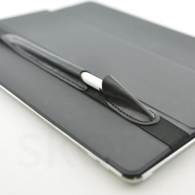 ALjAVA Danjel Ziegenglattleder: Schwarz - In einem Fingerschnipp ist der Apple Pencil an deinem iPad immer griffbereit