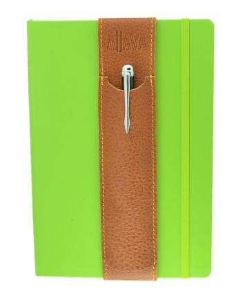 ALjAVA Louis Italienisches Rindsleder: Hellbraun, Naht: Gelb - Mit dem ALjAVA Louis sind die Stifte an deinem A5-Notizbuch immer griffbereit