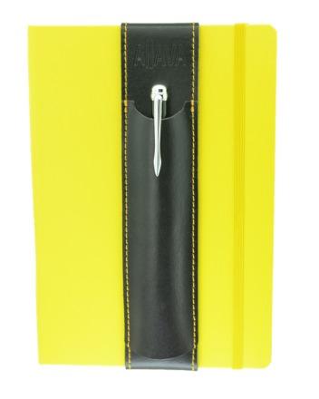 Aljava Louis Rindspaltleder: Schwarz, Naht: Gelb - Mit dem ALjAVA Louis sind die Stifte an deinem A5-Notizbuch immer griffbereit