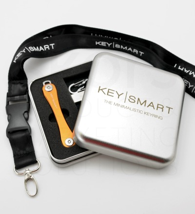 Bday-Special KeySmart 2.1 Paket 32 GB - 1x KeySmart 2.1 nach Wahl 1x Geschenkdose 1x Lanyard 1x USB-Stick 32 GB Silber 1x Quick Connect Lock Silber
