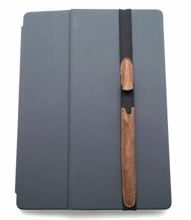 ALjAVA Danjel Rindspaltrauleder: Braun - In einem Fingerschnipp ist der Apple Pencil an deinem iPad immer griffbereit