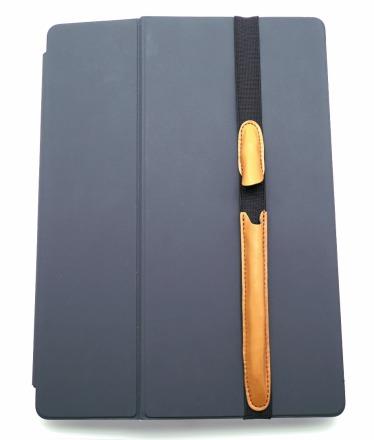 ALjAVA Danjel Rindspaltleder: Tabakbraun - In einem Fingerschnipp ist der Apple Pencil an deinem iPad immer griffbereit