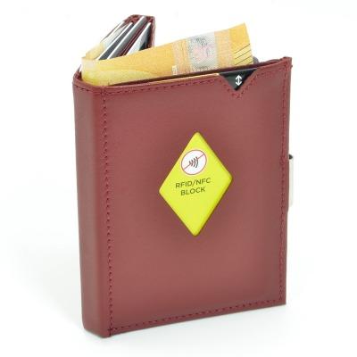 Exentri Wallet RED mit RFID-Schutz - Dieses smarte und stylische Mini-Wallet hat einen RFID Schutz und es erlaubt Ihnen Geldscheine und Karten muehelos und sehr uebersichtlich zu verwalten. Kein gefalte mehr von Geldscheinen und ganz Neu mit RFID Schutz.