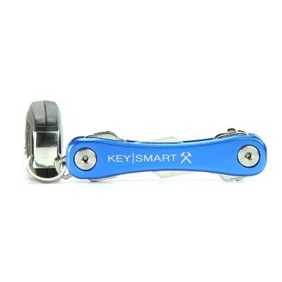 KeySmart Rugged in Blau - Der KeySmart Rugged in Blau ist der grosse Bruder vom KeySmart 2.1. Durch seine groessere Groesse liegt er toll in der Hand und bietet mit dem Pocket Clip ein praktisches Zubehoer.
