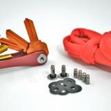 KeySmart Special Moritz - Mit dem KeySmart Moritz Special bekommst Du einem KeySmart 2.1 in Rot eine Erweiterung Nr. 2 fuer eine Fuellhoehe von ca. 2 4 cm und ein Cable Keeper in Deiner Farbwahl.