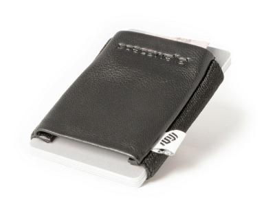 Das SpaceWallet Classic Night Guard ist klein einfach und bietet schnellen Zugriff auf Karten und Geldscheine. - Mit dem Spacewallet ist die Aufbewahrung von Karten und Geldscheinen clever geloest.