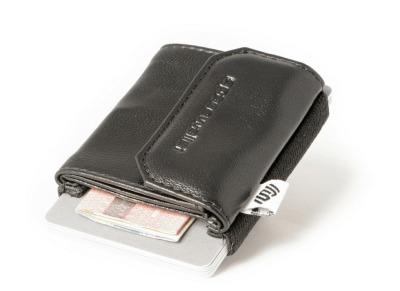 SpaceWallet Push Night Guard - Mit dem SpaceWallet ist die Aufbewahrung von Karten Geldscheinen und Muenzen clever geloest.