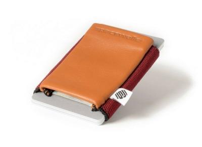 Das SpaceWallet Classic Rose Cognac ist klein einfach und bietet schnellen Zugriff auf Karten und Geldscheine. - Mit dem Spacewallet ist die Aufbewahrung von Karten und Geldscheinen clever geloest.