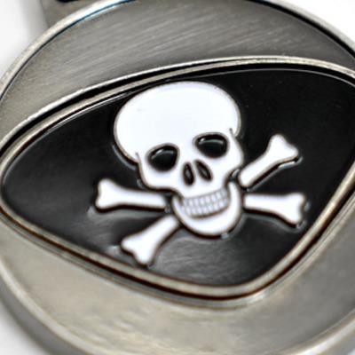Personalisierbarer Schlüsselanhänger Totenkopf Initialien AA bis ZZ - Mit dem personalisierbaren Schlüsselanhänger bieten wir Euch einen Schlüsselanhänger mit gewünschten Initialien Buchstaben A bis Z und dem dargestellten Design.