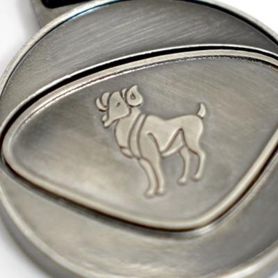 Personalisierbarer Schlüsselanhänger Widder Initialien AA bis ZZ - Mit dem personalisierbaren Schlüsselanhänger bieten wir Euch einen Schlüsselanhänger mit gewünschten Initialien Buchstaben A bis Z und dem dargestellten Design.
