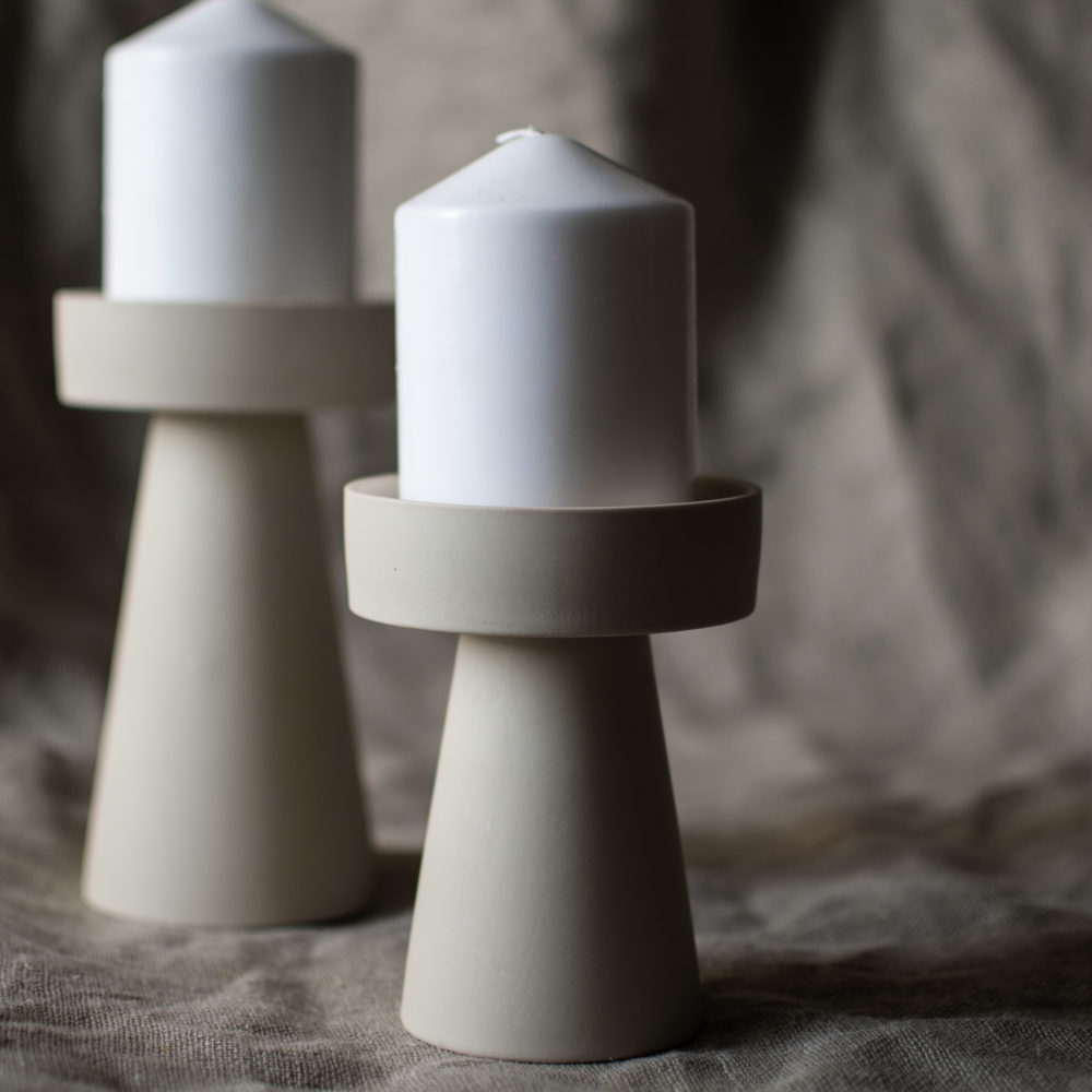 kleiner Kerzenhalter matt/beige aus Keramik