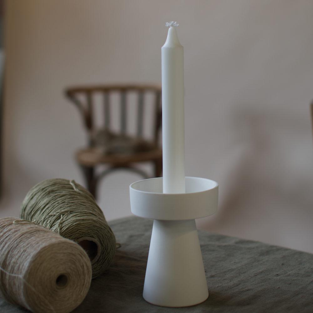 kleiner Kerzenhalter matt/weiß aus Keramik 2