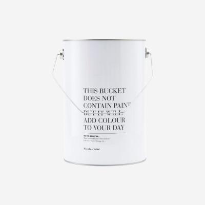Eimer This bucket von Nicolas Vahé