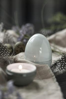 graues Ei teilig stehend klein von