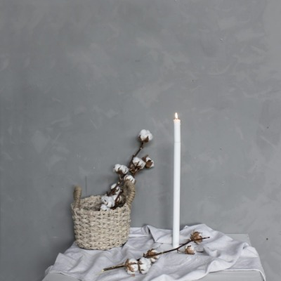Metallbodenkerzenhalter klein weiß von Storefactory Scandinavia
