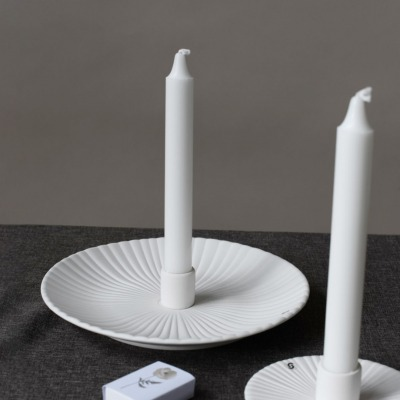 großer Kerzenhalter Holmby matt/weiß aus Keramik