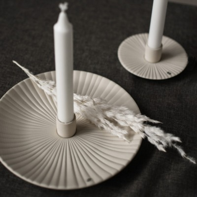 großer Kerzenhalter Holmby matt/beige aus Keramik