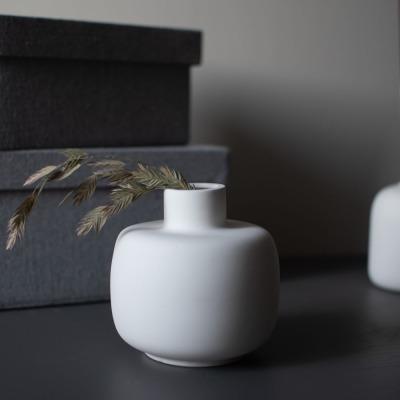 bauchige Vase weiß von Storefactory Scandinavia