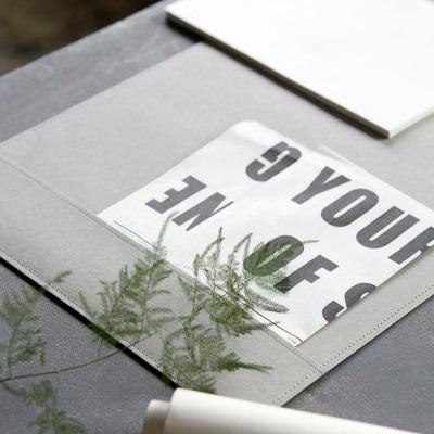 Schreibtischunterlage grau - von Monograph