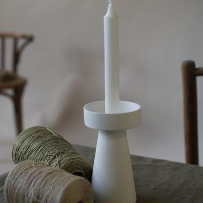 großer Kerzenhalter matt/weiß aus Keramik von