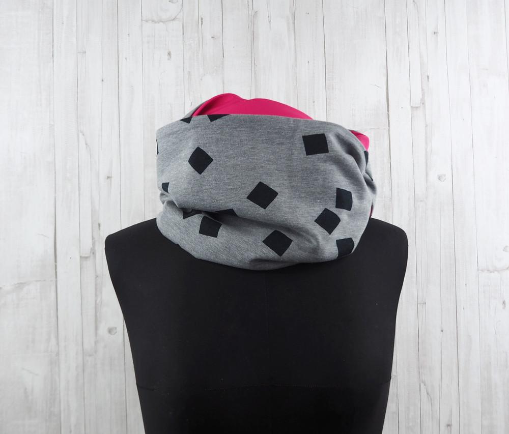 Loop Schal grau schwarz Quadrate pink