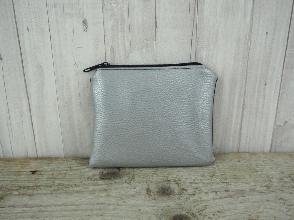 Reißverschlusstasche Kunstleder silber Chevron 3