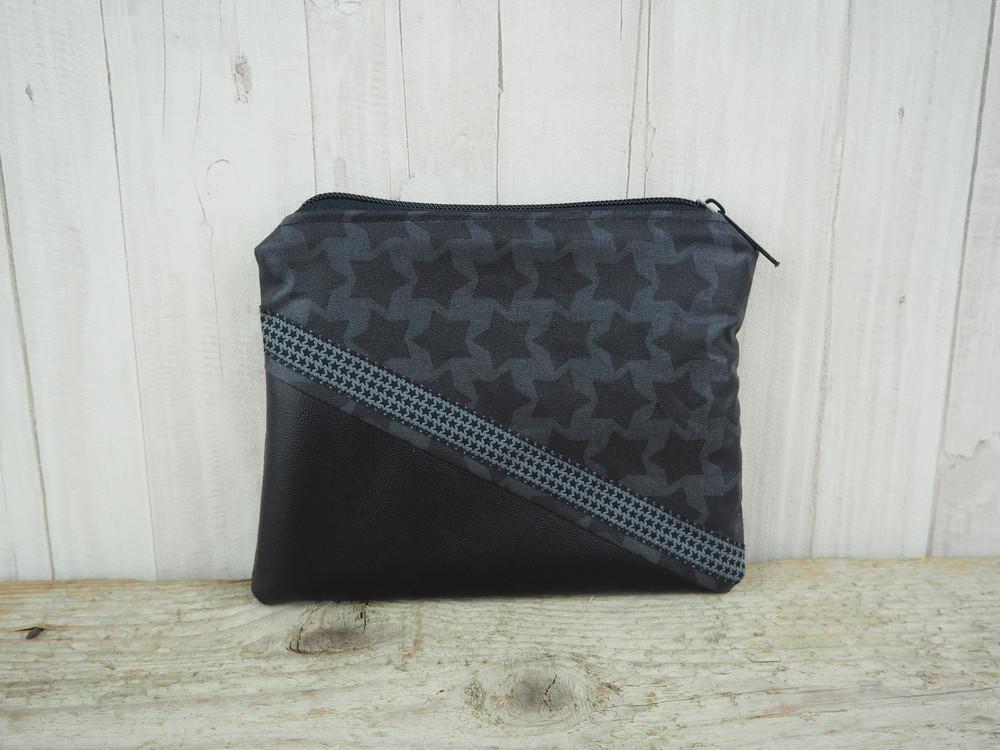 Reißverschlusstasche Sterne schwarz Kunstleder