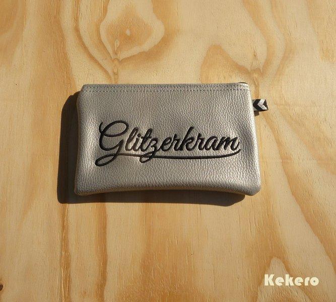 Reißverschlusstasche Kunstleder silber Glitzerkram 2