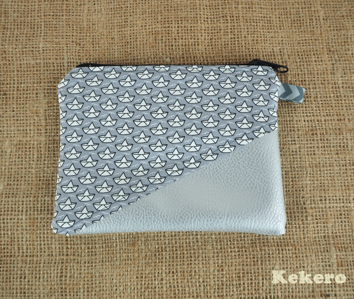 Reißverschlusstasche Kunstleder silber Boote 2