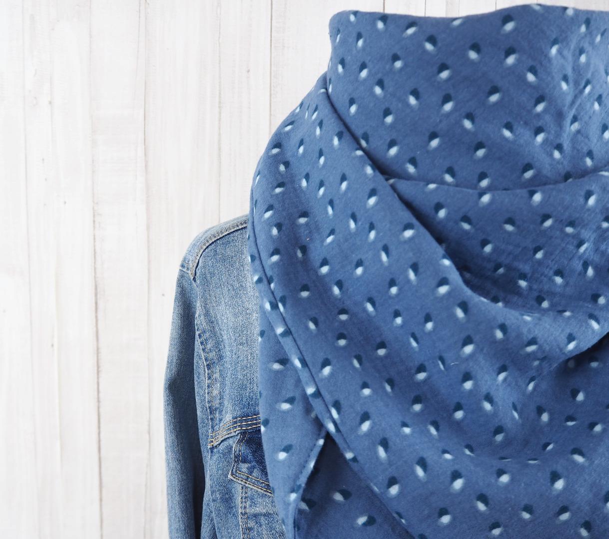 Tuch Dreieckstuch Musselin jeansblau mit Muster